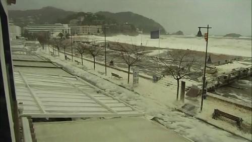 La ville de Tossa de Mar sous une épaisse couche d'écume