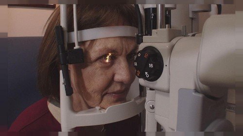 Occhiali addio, la presbiopia si cura con una chirurgia senza bisturi