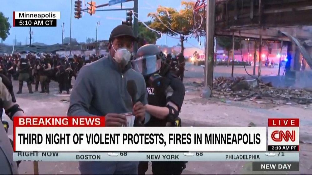 A Minneapolis, une équipe de CNN arrêtée en plein direct