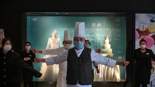 Dans l'hôtel Marco Polo de Wuhan, des exercices pour tenir le virus à distance