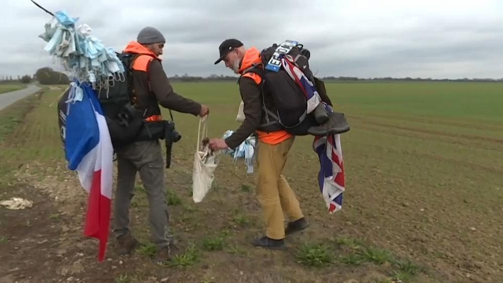 Müllsammeln auf 880 Kilometern: Zwei Männer laufen durch Frankreich