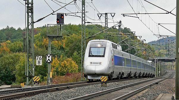 Frankreich: Auto von Zug erfasst - vier Tote