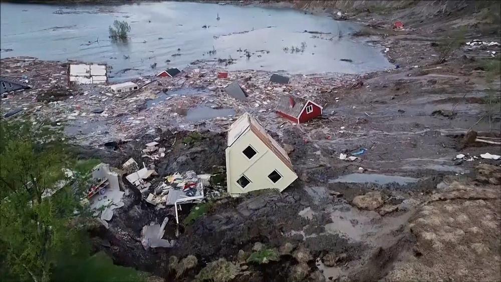Norvège : un puissant glissement de terrain engloutit des maisons