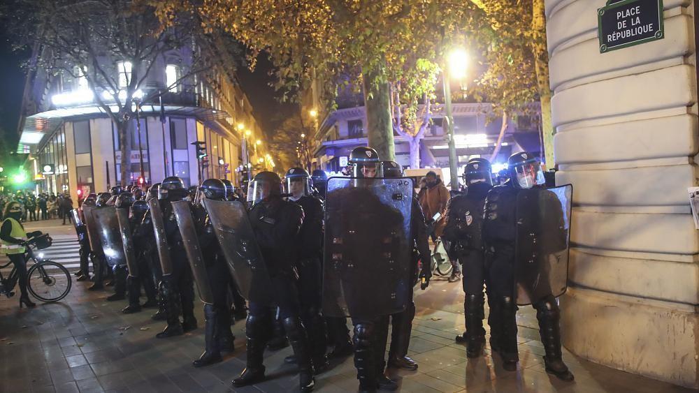 La loi sur la sécurité globale adoptée, les députés français ignorent les défenseurs des libertés