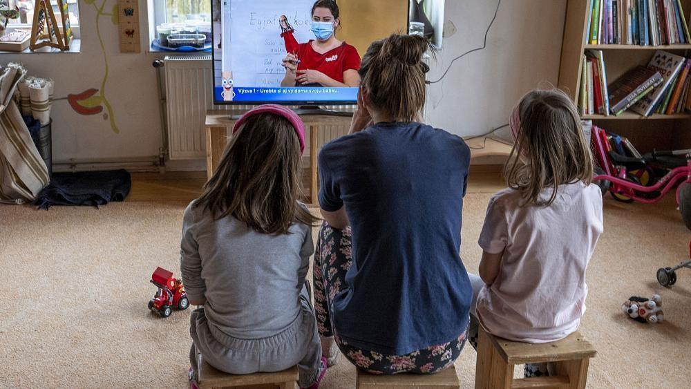 Küche und Kinder: Frauen in der Corona-Falle