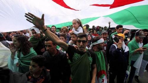 هل من الضروري تمديد الفترة الانتقالية في الجزائر إلى ستة أشهر؟