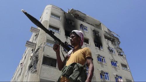 القوات الموالية لصالح والمتحالفة مع الحوثيين توافق على الهدنة الإنسانية التي اقترحتها السعودية