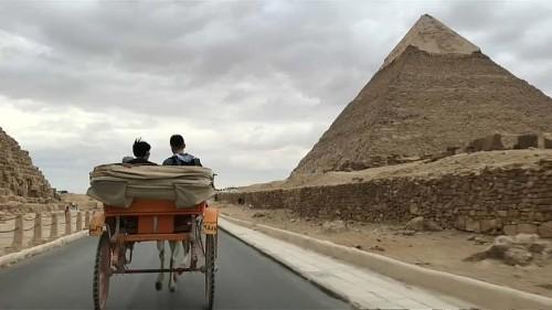 Nach Anschlag: Touristen besuchen wieder die Pyramiden