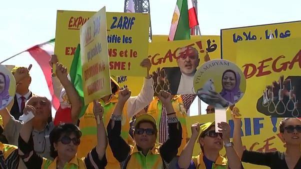 شاهد: احتجاجات في باريس للتنديد باجتماع ماكرون وظريف