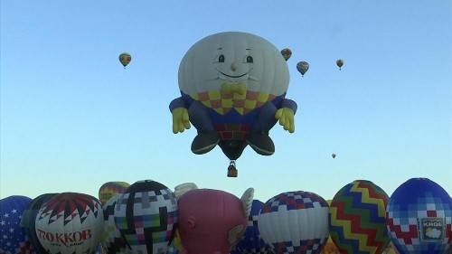 Hot air balloons float in New Mexico skies at annual fiesta