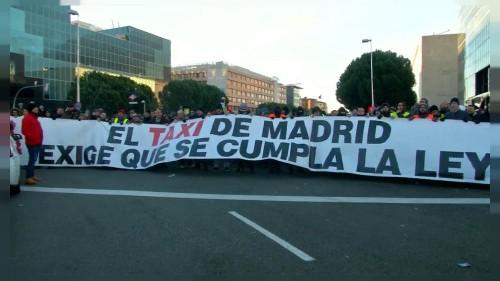 En Espagne, les chauffeurs de taxi manifestent contre les VTC