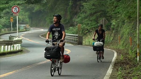 Au Japon, ils suivent l'Equipe de France... à vélo
