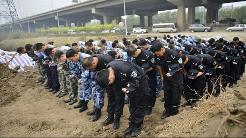 Tianjin firefighters pay tribute to their lost colleagues
