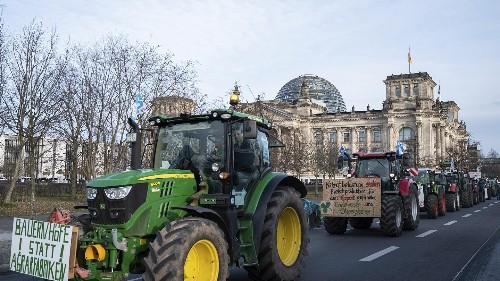 """""""Politische"""" Grüne Woche - Bauern und Kundschaft auf der Straße"""
