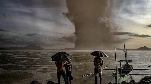 Thousands flee as volcano erupts in the Philippines, Manilla airport closed