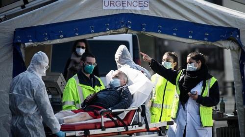 Coronavirus : le seuil des 4 000 morts dans les hôpitaux franchi en France
