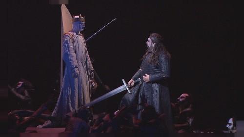 Placido Domingo karanlık Macbeth'i aydınlatıyor