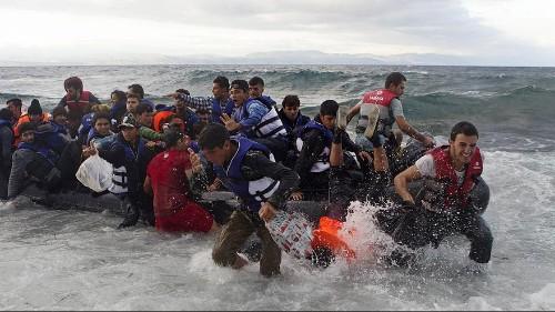 Miles de refugiados siguen llegando a las costas griegas