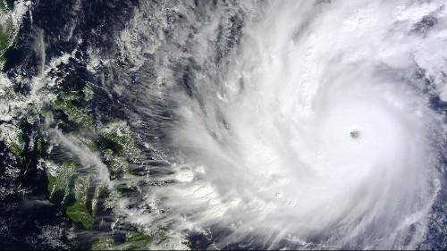 Alerte typhon aux Philippines : des évacuations de masse en cours