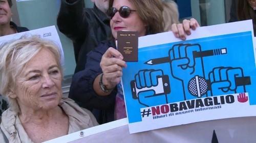Tiltakozó flash mobot szerveztek az olasz újságírók