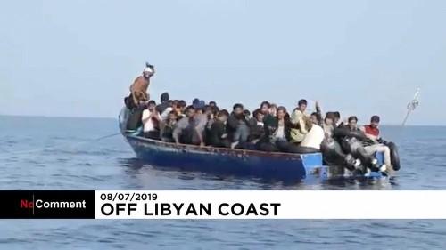 Navio humanitário resgata 44 pessoas ao largo da Líbia