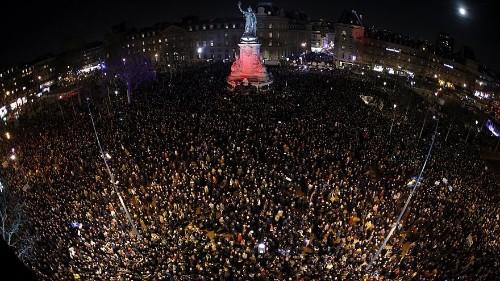 Paris : la place de la République fait bloc contre l'antisémitisme