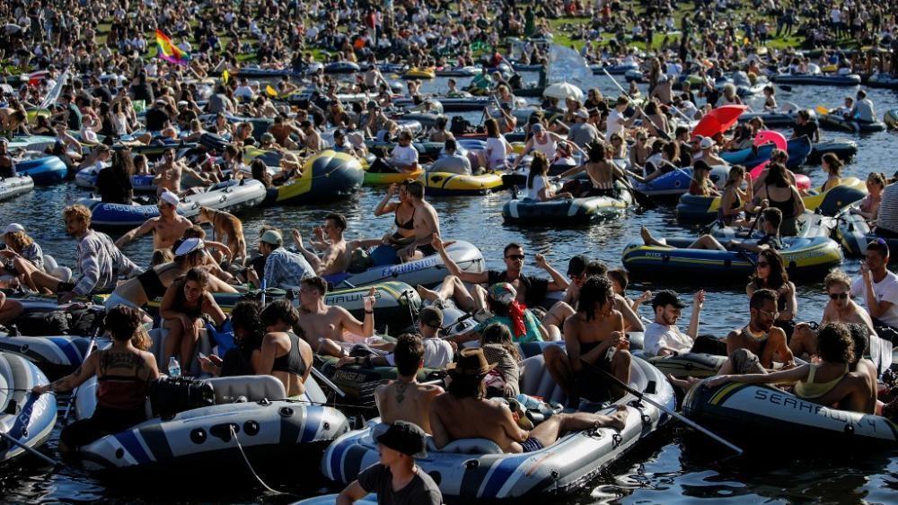Es hagelt Kritik nach Rave-Party mit 3.000 Leuten in Berlin