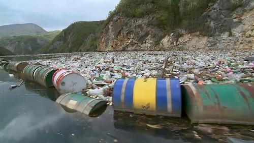 Les rivières de Bosnie, autrefois limpides, maintenant pleines d'ordures