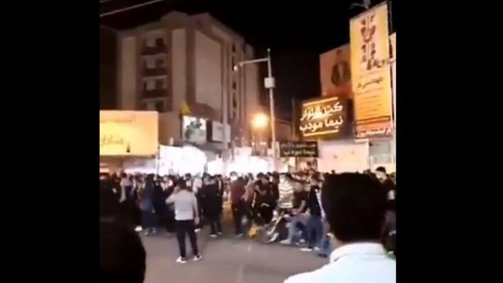 تظاهرات در بهبهان و جو امنیتی در چند شهر دیگر؛ اینترنت خوزستان مختل شد