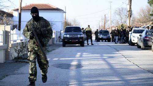 La police grecque gaze les migrants à la frontière, la Turquie ouvre ses portes