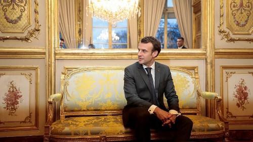 Le Sénat français tire à vue sur trois hommes du président Macron