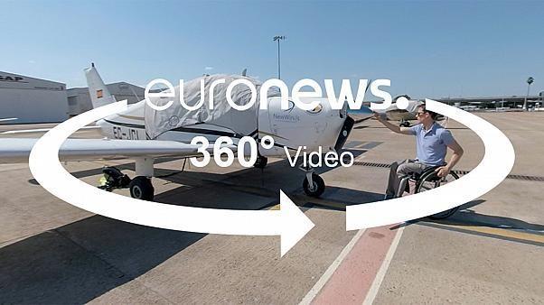 VÍDEO 360º: Un superviviente de un accidente aéreo ha creado una escuela de vuelo para parapléjicos