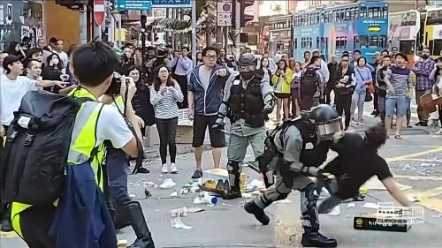 Straßenkrawalle: Ein Mann angeschossen, ein weiterer angezündet