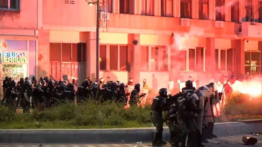 Proteste in Belgrad - Vucic nimmt Corona-Ausgangssperre zurück
