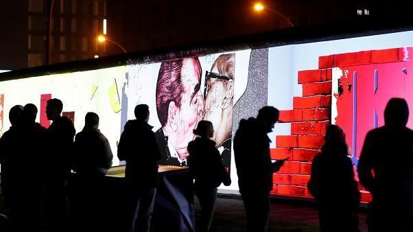Trentième anniversaire de la chute du mur de Berlin - cover