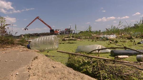 Nettoyage, recyclage et écotourisme autour du Lac Tisza en Hongrie