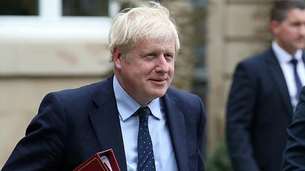 جونسون يتهم إيران بالمسؤولة عن هجمات بالسعودية