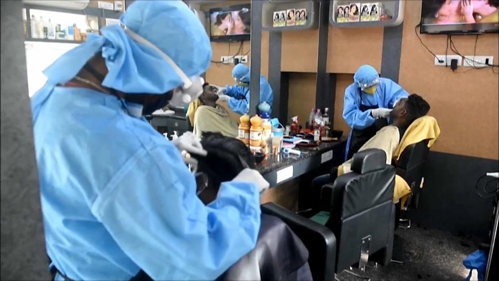 Wie im OP: Beim Friseur in Westbengalen