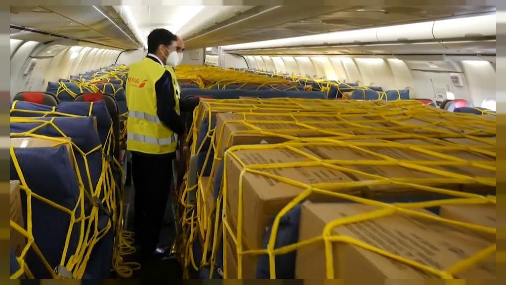 El corredor aéreo sanitario de Iberia que ha traído cien millones de equipos de protección