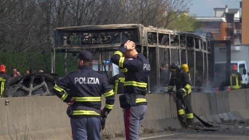 Attacke gegen Schulbus in Mailand: 50 Kinder fliehen in Panik