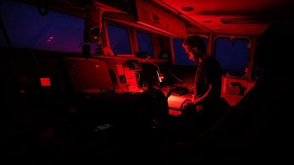 A bordo di Aita Mari, la nave salvataggio della Ong spagnola che sfida il governo