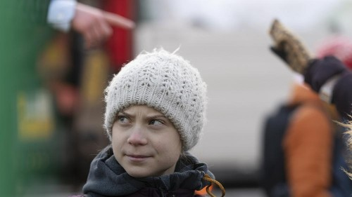 Greta protestiert zum Valentinstag in schwedischer Heimat