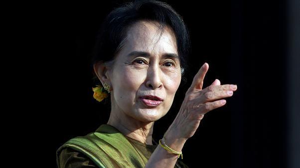 أونغ سان سو كي في لاهاي للدفاع عن ميانمار ضد اتهامات الإبادة الجماعية بحق مسلمي الروهينغا
