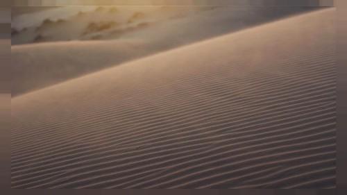 Çölden gelen kum tanecikleri güneş panellerinin baş belası