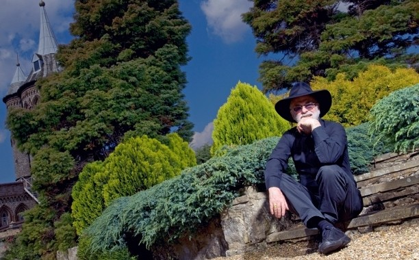 Terry Pratchett: Neil Gaiman, Margaret Atwood, more pay tribute