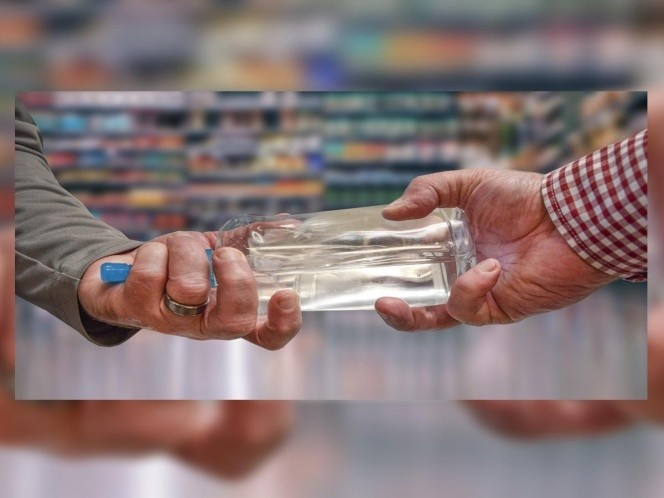 Reo se toma un litro de gel antibacterial y muere