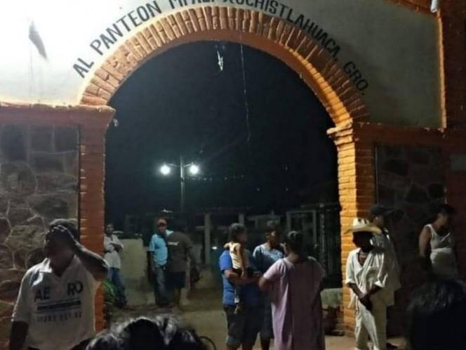 Tiran puertas de panteón en Guerrero para que no lo cierren