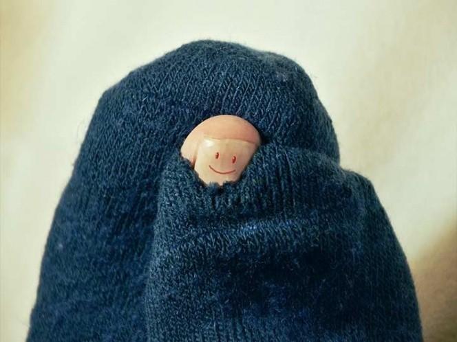 Hombre contrae infección pulmonar por oler sus calcetines
