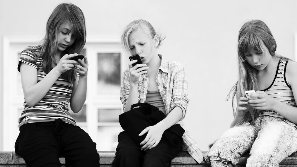 A Clever System To Ensure That Kids Only Use Their Cell Phones In School To Do Work