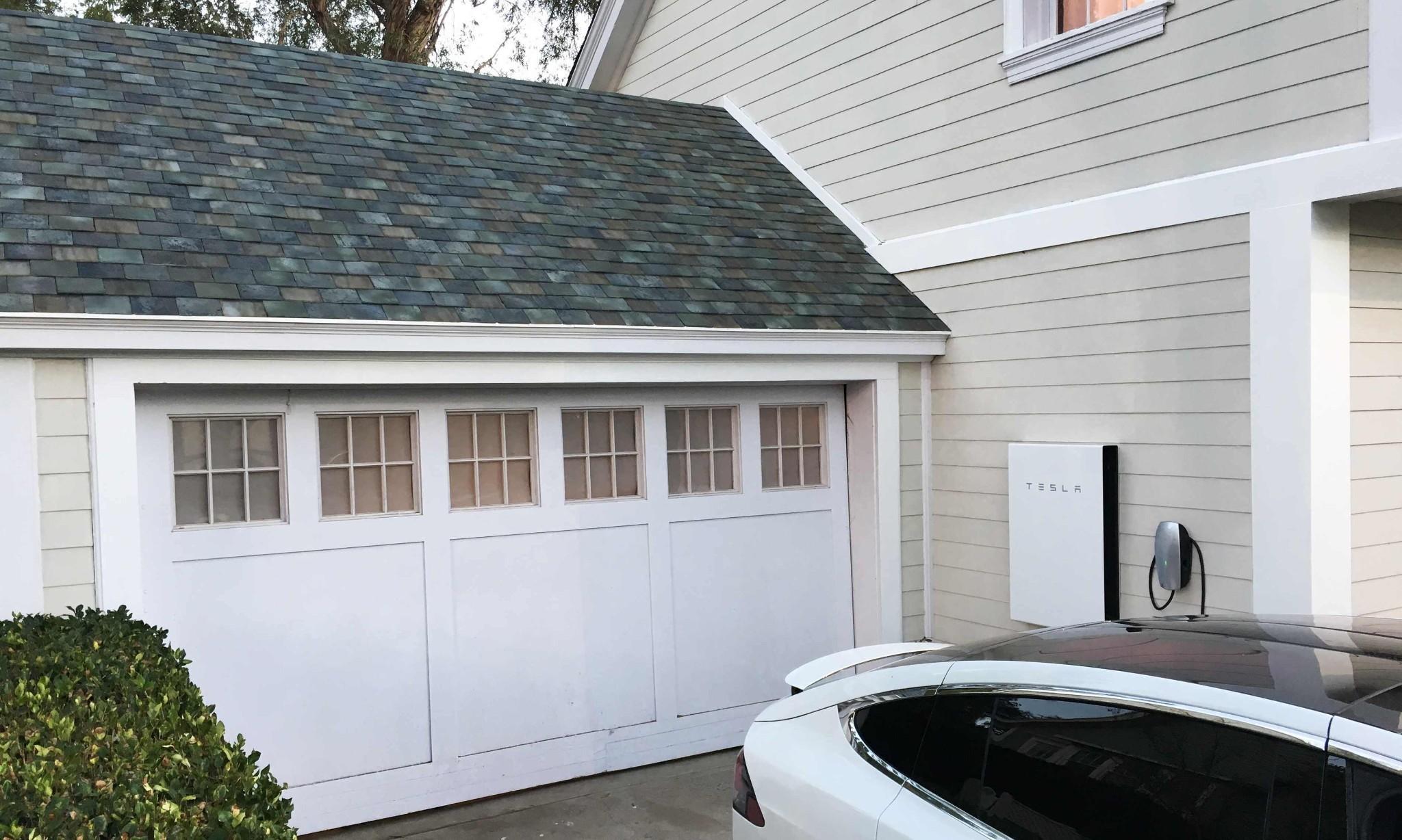 Tesla boss Elon Musk unveils solar roof tiles